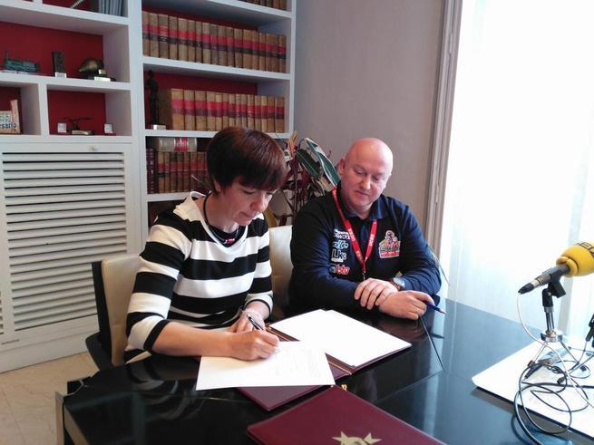Imagen: Firmado el convenio entre el ayuntamiento de Alcázar de San Juan y la asociación de cerrajeros UCES para cambiar gratuitamente las cerraduras en casos de violencia de género