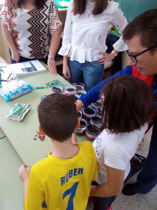 Los menores de La Solana aprenden sobre la lucha contra la pobreza, la alimentación saludable y el medio ambiente con Cruz Roja