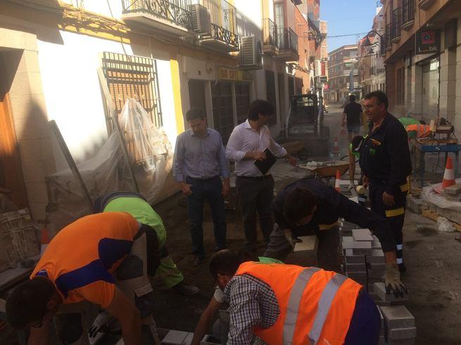 El alcalde de Bolaños se reúne con los hosteleros y explica el estado de las obras de la calle Nieves que estará lista a primeros de septiembre