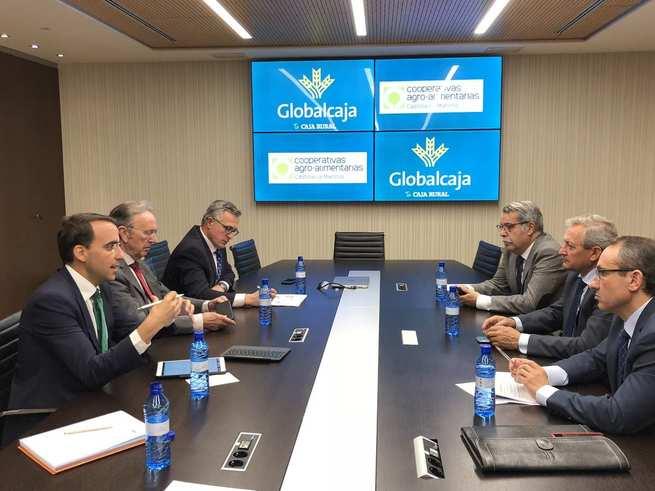 Globalcaja y Cooperativas Agroalimentarias de CLM estudian acciones para proseguir con el fortalecimiento del sector