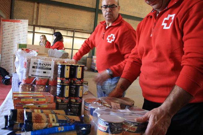 Imagen: Cruz Roja Española en Valdepeñas reparte casi 40 toneladas de alimentos del programa FEAD