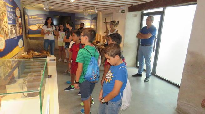 """Imagen: Un total de treinta jóvenes participan en la actividad """"Conoce tu pueblo"""" de la Escuela de Verano de la UP Manzanares"""