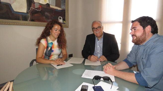 Firmado el convenio de colaboración entre FERCAM y FERSAMA con la entidad bancaria La Caixa