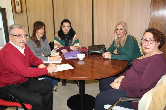 María Gil mantiene una reunión de trabajo con la Asociación de Familiares y Personas Enfermas de Fibromialgia y Síndrome de Fatiga Crónica de Albacete (AFIFCAB)