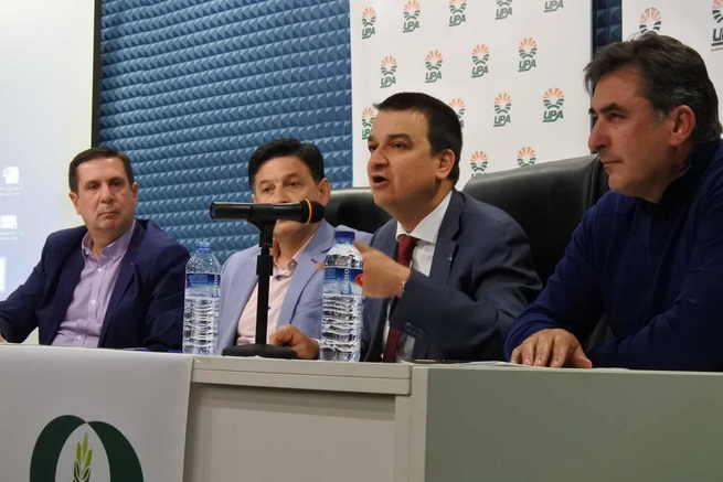 Los agricultores han trasladado al Gobierno regional la necesidad de proteger la lenteja, una legumbre fundamental de la Dieta Mediterránea