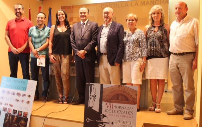 """Imagen: Gregorio destaca el """"potencial turístico y económico"""" de las Jornadas Medievales de Corral de Almaguer"""