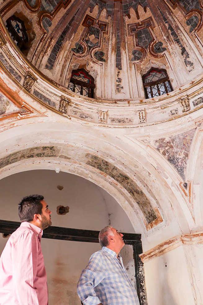 La profusa restauración de la Ermita de la Trinidad de Almodóvar del Campo está ya en su ecuador
