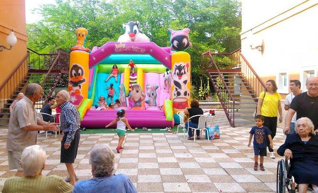 Imagen: El Hotel de Mayores 'La Residencia' compartió su décimo aniversario con actos de hermandad