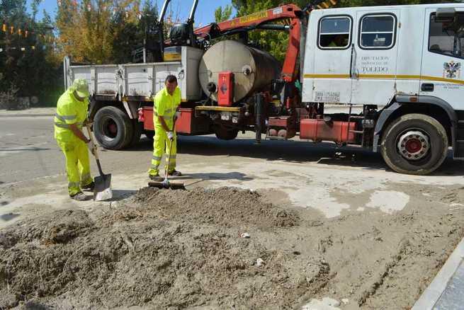 Las brigadas de la Diputación de Toledo ayudan a reparar los daños por las tormentas de Borox