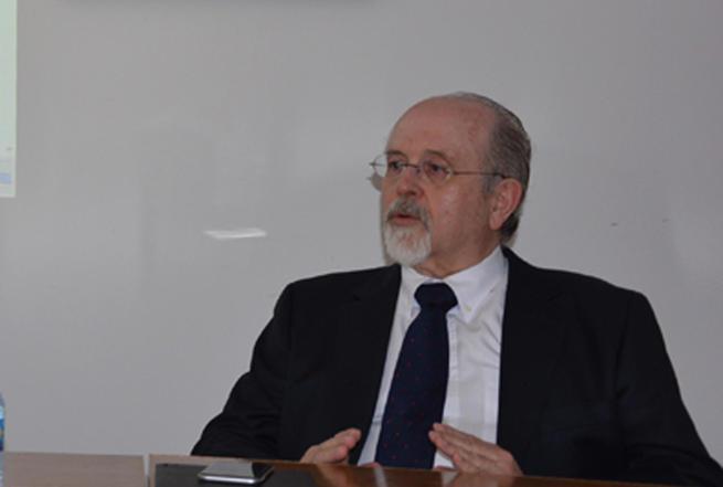 Imagen: El Instituto Nacional de Ciencias Penales de México investirá doctor 'honoris causa' al profesor de la UCLM Luis Arroyo Zapatero