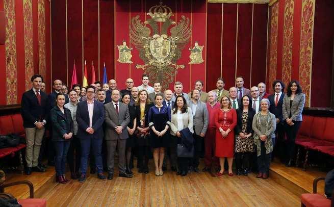 La alcaldesa de Toledo recibe a la delegación de las Ciudades Patrimonio de la Humanidad que participa en el seminario 'Turismo Seguro'