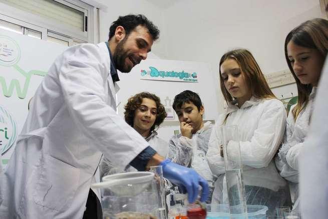 Más de 800 escolares de Puertollano se adentrarán en el ciclo urbano del agua gracias a Aqualogía