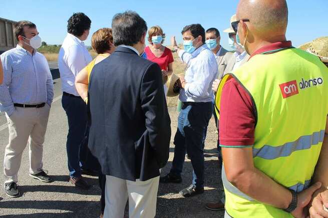 El Alcalde de Bolaños pide nuevamente a la Delegada de la JCCM el arreglo de la travesía dela carretera de Daimiel en la visita a las obras de rehabilitación de un tramo de la CM-4107