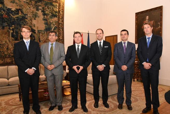 Imagen: El Gobierno regional firma un convenio para la instalación de la multinacional agroalimentaria Bell para la producción de jamones en Toledo