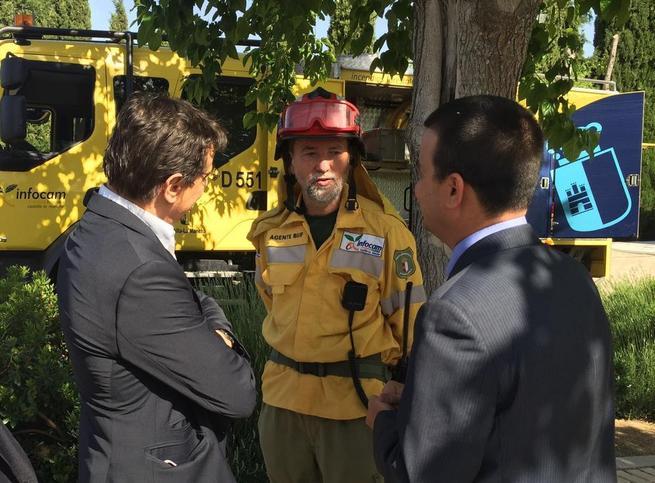 Imagen: El consejero de Agricultura reconoce, en nombre del Gobierno de Castilla-La Mancha, la labor del agente medioambiental Ángel Pablo Pro González