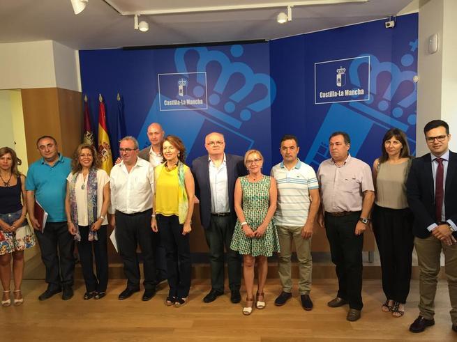 Imagen: La Junta destina seis millones de euros al Plan Concertado de la red básica de Servicios Sociales que contratará a casi 500 profesionales