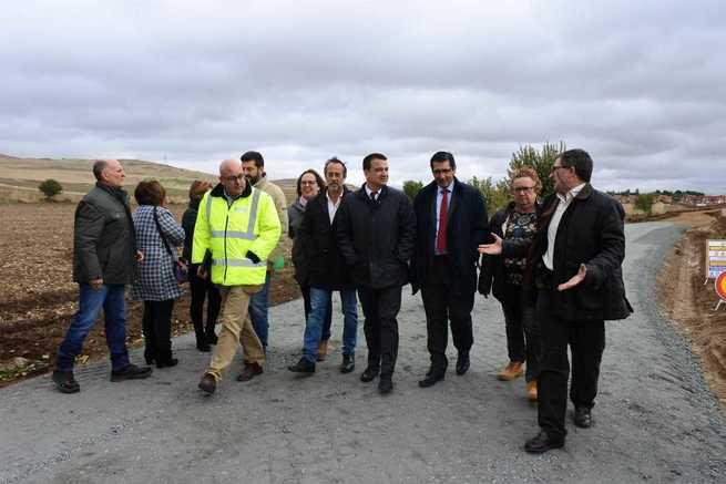 """El Gobierno de Castilla-La Mancha destaca la unión entre las administraciones para el arreglo de caminos haciendo una """"verdadera política de desarrollo rural"""""""