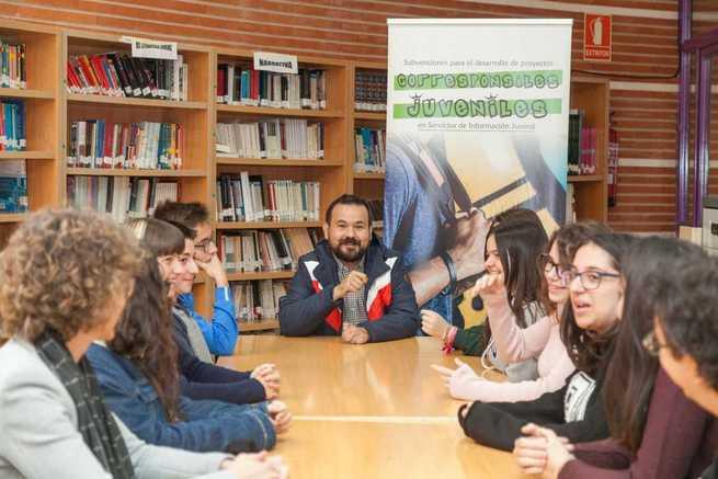 El Gobierno regional impulsa el funcionamiento de corresponsalías juveniles en 12 localidades que acercan información de interés a los jóvenes