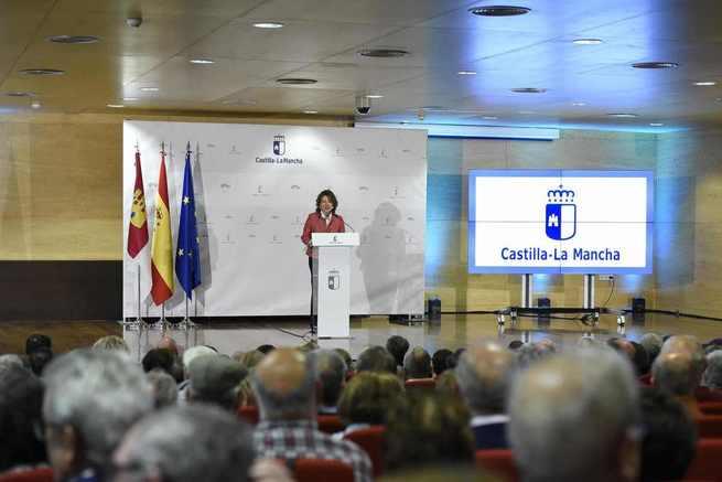 Más de 380.000 mayores de Castilla-La Mancha podrán viajar más gracias a la nueva Tarjeta Dorada de Transporte que entra en vigor mañana y la recuperación del Turismo Social
