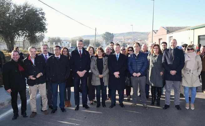 El Gobierno regional sostiene que las inversiones para vertebrar y cohesionar la comunidad van a las zonas donde más se necesitan sin mirar su número de habitantes