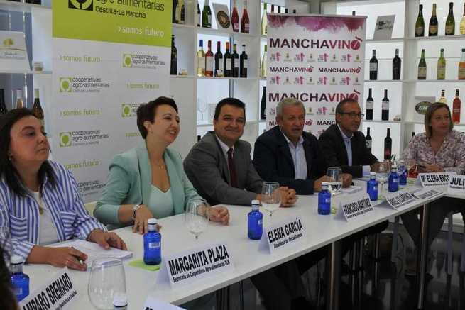 """El Gobierno regional seguirá incentivando con ayudas públicas la creación de agrupaciones de productores para """"hacer más fuertes"""" a las cooperativas"""
