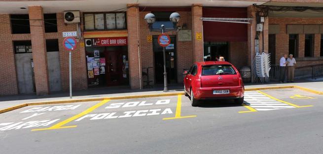 Imagen: Dos nuevas plazas de minusválidos en la puerta del Ayuntamiento de Miguelturra