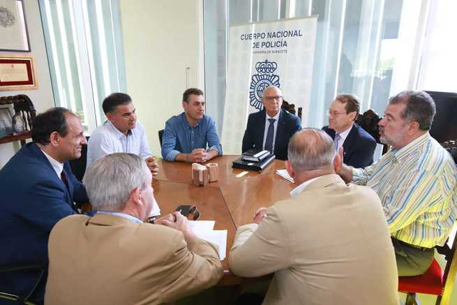 """El delegado del Gobierno de España en Castilla-La Mancha agradece el trabajo """"eficiente y eficaz"""" de la Policía Nacional en la Región"""