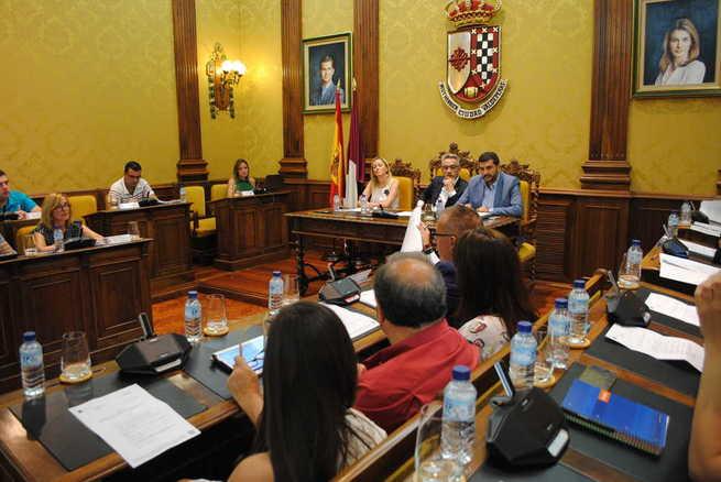 El Pleno del Ayuntamiento de Valdepeñas aprueba mejoras en las pistas de pádel de La Molineta y en el Teatro Auditorio Municipal