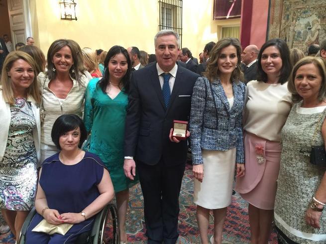 imagen de José Lozano recoge el premio Reina Letizia de Accesibilidad Universal de Municipios como alcalde de Almodóvar del Campo
