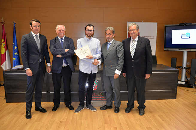 Héctor López Megía recibe el Premio Extraordinario al Mejor Expediente del IV Máster de Acceso a la Abogacía de la UCLM