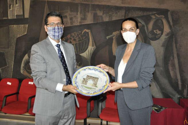 La Hermandad de Pandorgos y la alcaldesa de Ciudad Real visitan al presidente de la Diputación para dar visibilidad a la Pandorga