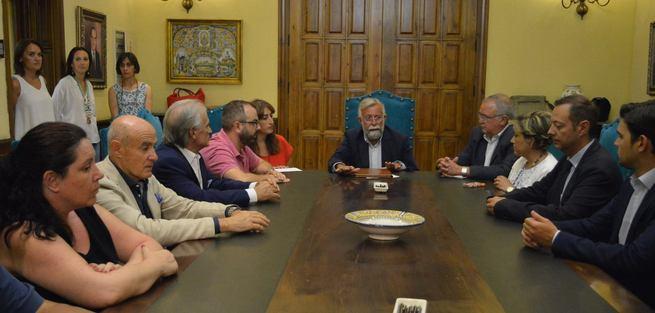 """Ramos firma el documento de proyectos para Talavera """"con el compromiso de anteponer los intereses de la ciudad a cualquier otra cosa"""""""