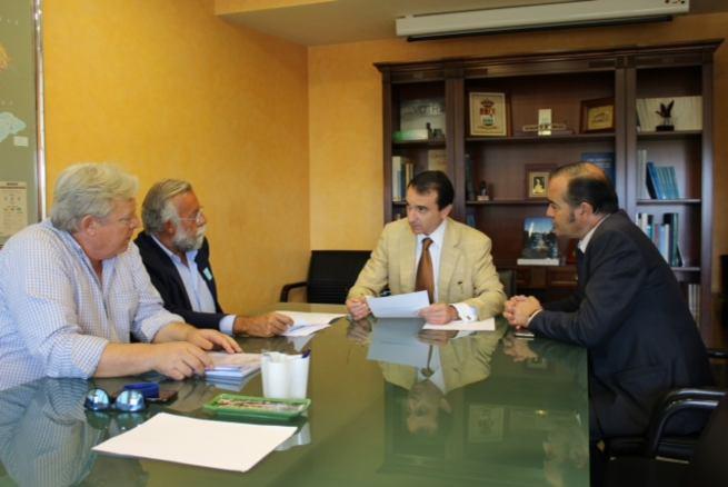 El alcalde de Talavera traslada al presidente de la Confederación Hidrográfica del Tajo las necesidades de los ríos Tajo y Alberche incluidas en el decálogo