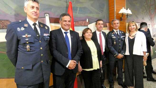 Amparo Torres y Pilar Sierra reiteran el apoyo de la Diputación de Albacete a la Base Aérea en el Relevo de Mando que ésta ha vivido este viernes