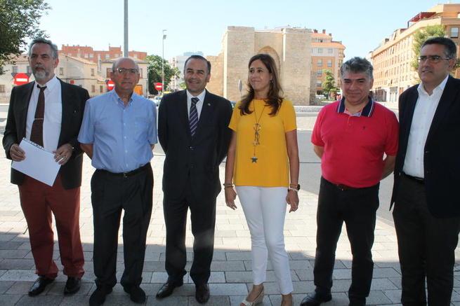 Imagen: Gregorio visita la Ronda de Ciudad Real tras la finalización de las obras realizadas por el Ministerio de Fomento