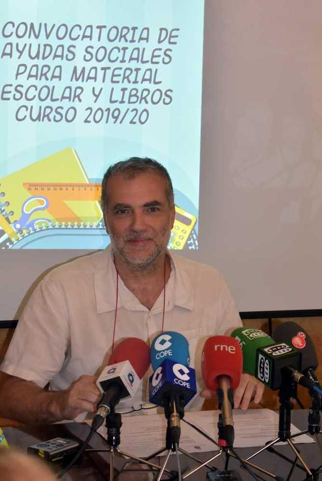 El Ayuntamiento de Ciudad Real comienza a entregar las ayudas  para la adquisición de material escolar y libros