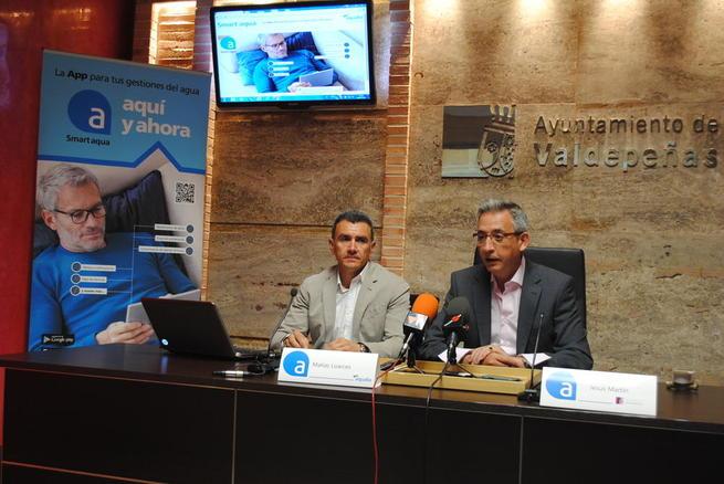 Imagen: Los valdepeñeros ya pueden utilizar 'Smart aqua', la App que les permite interactuar con la compañía de agua