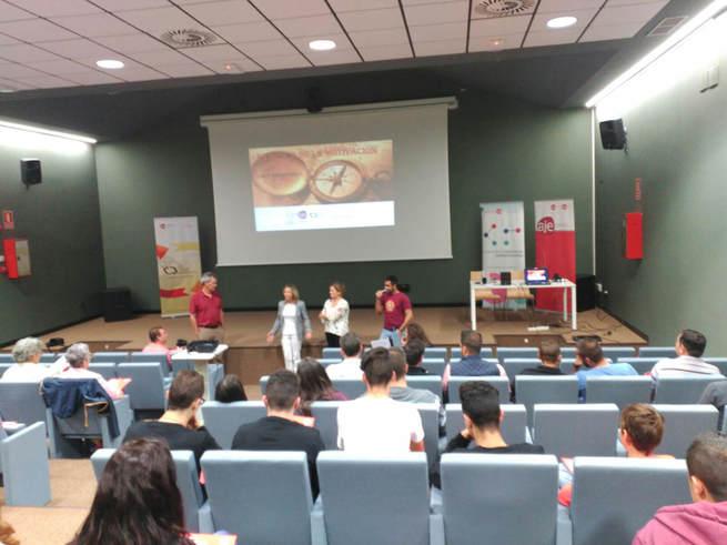 La alcaldesa de Horcajo elogia la labor de AJE Ciudad Real en la jornada de emprendimiento desarrollada hoy con setenta asistentes