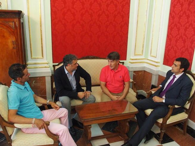 Imagen: Mariscal recibe al nuevo presidente de la Unión Balompédica Conquense