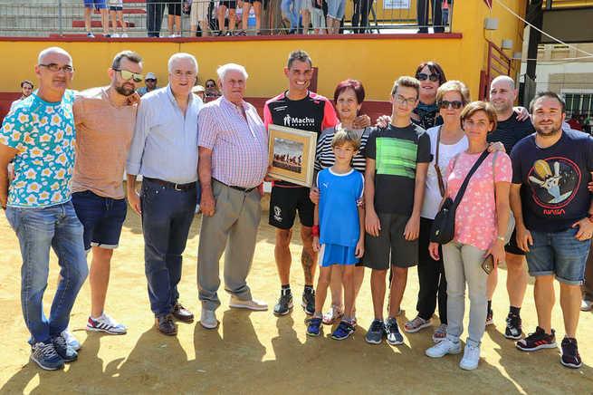 David García Vigara, entre el pánico de la niñez y la adrenalina de adulto, recibe el homenaje de su pueblo como corredor de Encierros