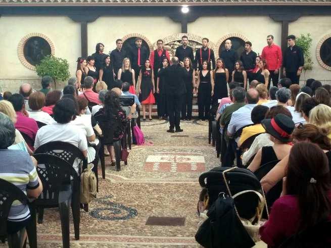 Un grandioso concierto coral hace las delicias de los aficionados a la música de cámara en el Museo Etnográfico