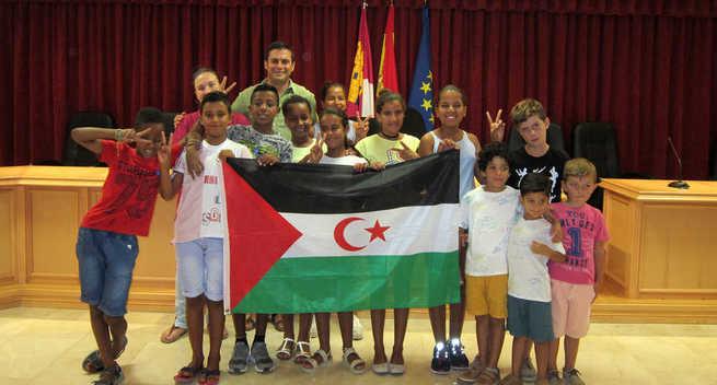 Visita de los niños y niñas saharauis al Ayuntamiento de Villacañas