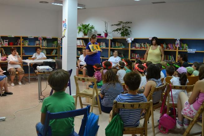 Imagen: Una veintena de personas asisten a la Escuela de Verano para mayores