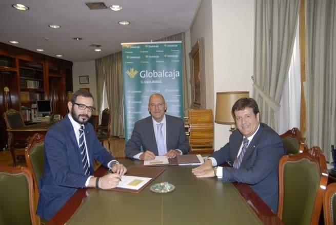 Imagen: Firma de Globalcaja con el colegio de farmacéuticos de Ciudad Real