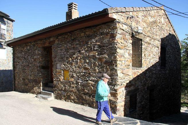 Imagen: El Ayuntamiento de La Huerce, ejemplo de respeto por la Arquitectura Negra