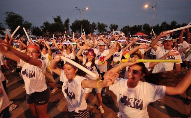 Imagen: 700 personas llenaron de luz, color y diversión la I Crazy Run en Alameda de la Sagra