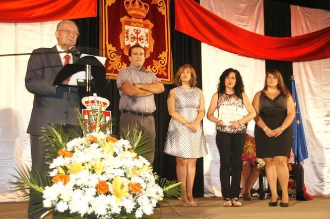 Imagen: Fermín Arcediano y AECC recibieron las menciones a la solidaridad en Argamasilla de Cva