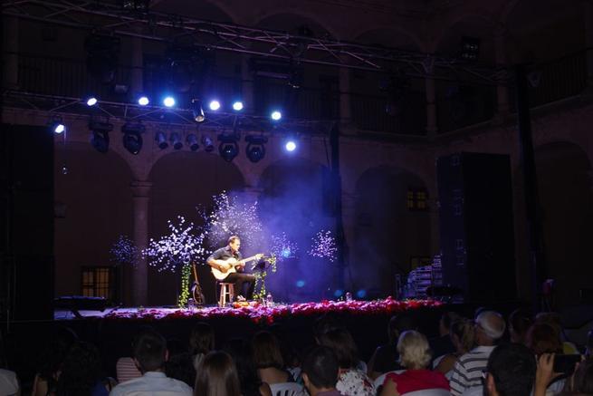 Imagen: Más de 300 personas participaron en el concierto de Ismael Serrano en Torrijos