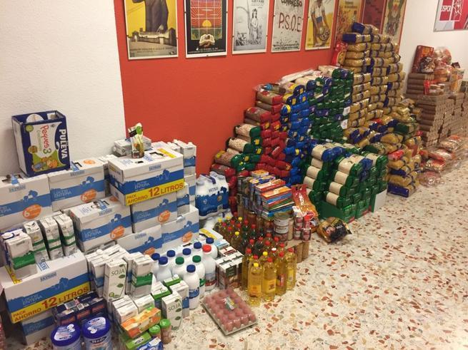 Imagen: Juventudes Socialistas de Almagro recoge 2.500 kilos de alimentos y material escolar en su campaña solidaria