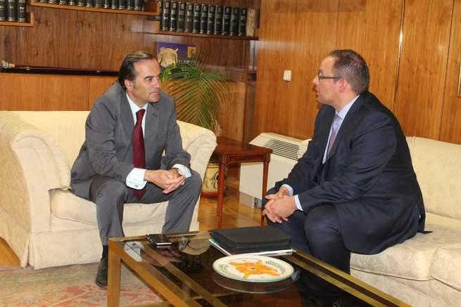 Imagen: Gregorio se reúne con el director de Relaciones Externas de Mercadona en la región